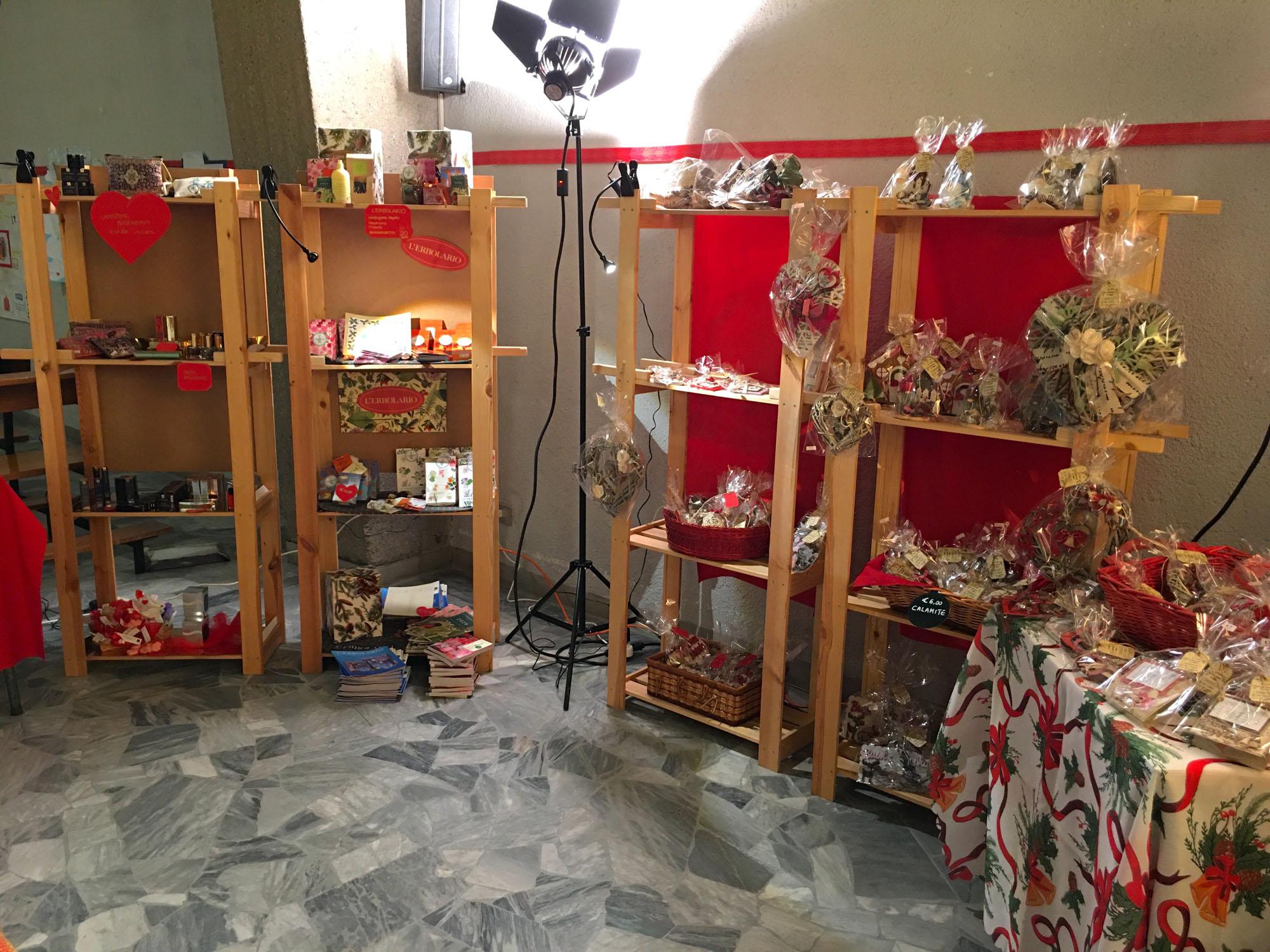 Istituto San Giuseppe La Salle Milano Bancarella di Natale 2019_5